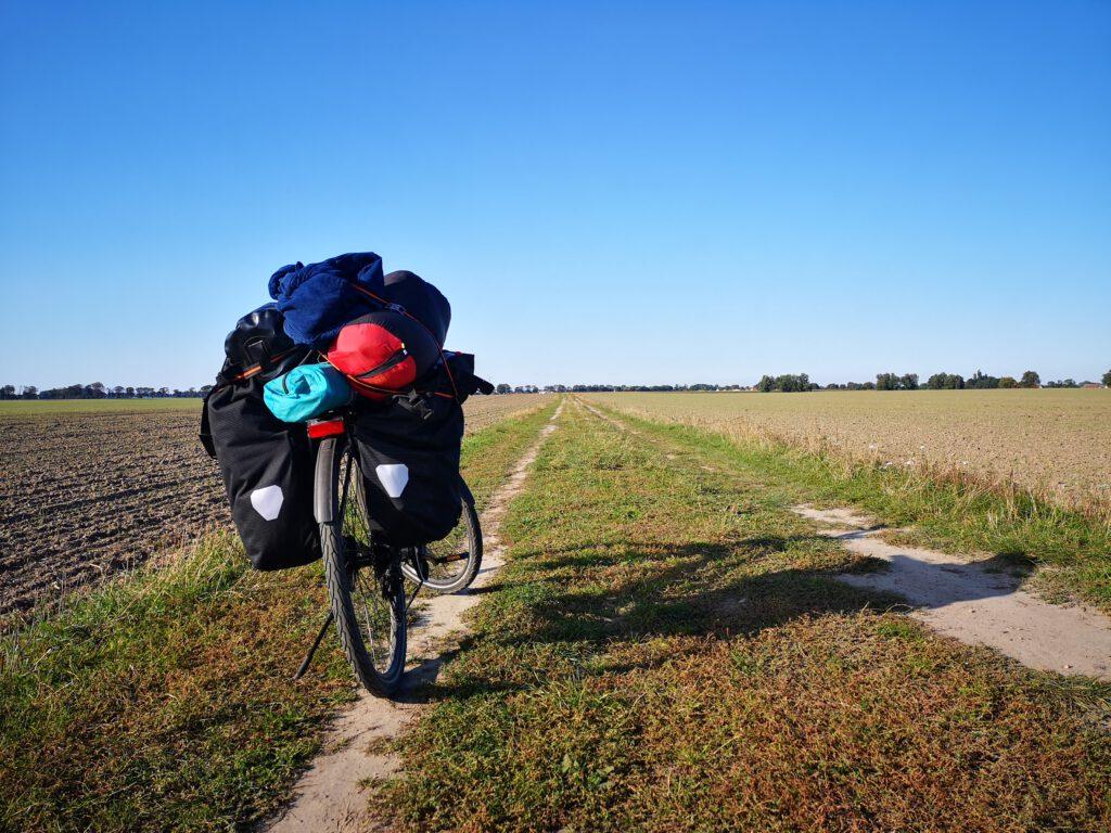 Radtour Stralsund nach Schaprode Radfahren auf dem Feld