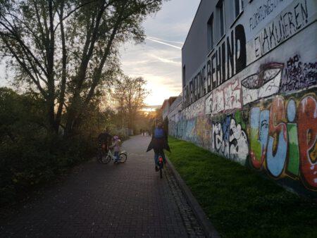 Mit Fahrrad durch Leipzig Karl-Heine-Kanal