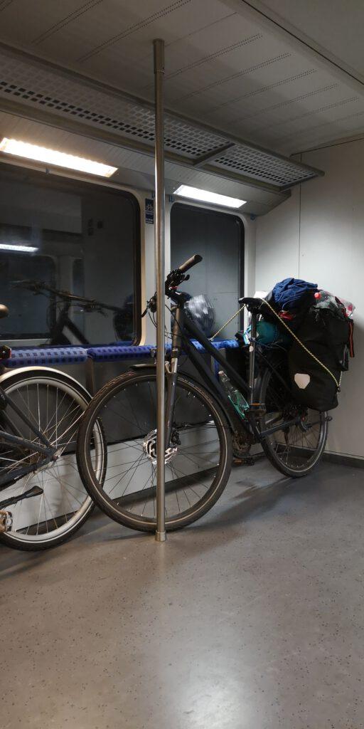 Im Zug mit Fahrrad von Ruegen nach Berlin