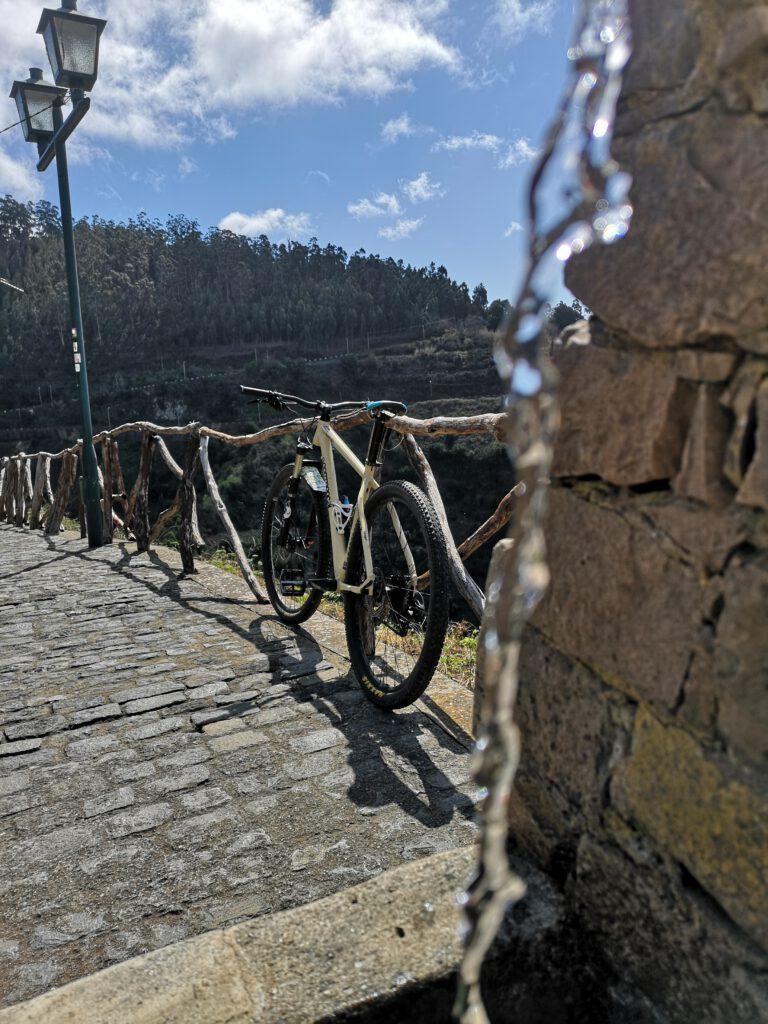 Pause am Wasserhahn Madeira Radtour